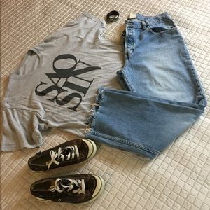 Super comfy boot cut distressed jeans w frayed hem