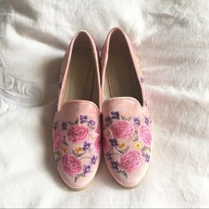 Pink velvet embroidered loafers