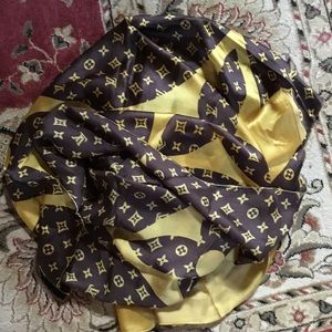 Brown new Louis Vuitton monogram silk scarf