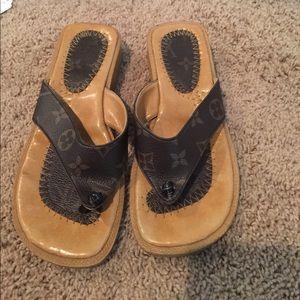 Louis Vuitton flip flop sandals 36 37