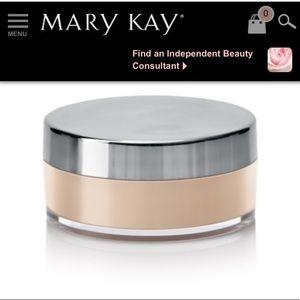 NIB Mary Kay Mineral Powder Foundation