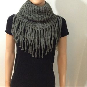 Single Loop Infinity Fringe Scarf ✨Free Gloves✨