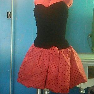 Dresses & Skirts - Super cute mini dress