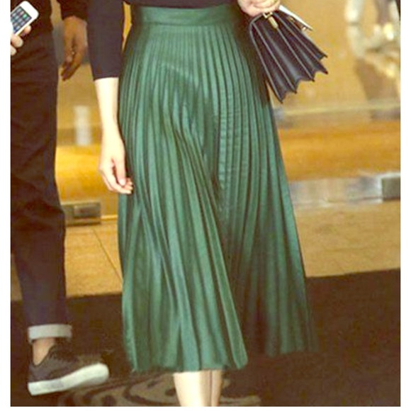 c6a30d2c40 Zara Hunter green coated midi skirt knife pleats. M_59c13ca14127d03ae2011b53