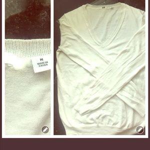 Uniqlo vneck white sweater
