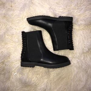 Lexi Laced Chelsea Boots. Urban Outfitters