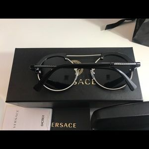 7f667d7390a Versace Accessories - Versace MIRROR  FRENERGY ROUND SUNGLASSES