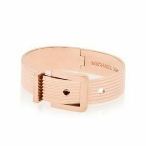 Rose Gold Tone Ribbed Buckle Bracelet