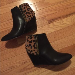 Black leather & leopard wedge bootie!