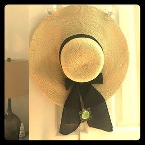 Sun hat (brand new)