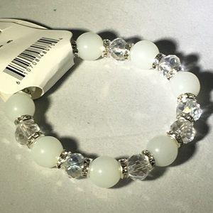 🍑White glass bead stretch bracelet🍑