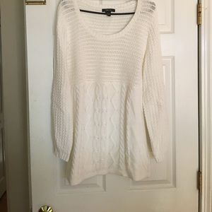 Sweater great to wear with leggings