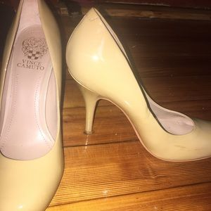 Vince Camuto heels SIZE 9 ((fits 8.5 foot))