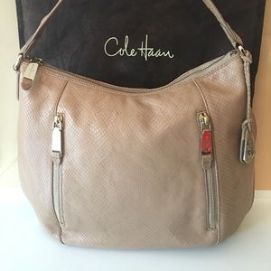 ⭐️COLE HAAN ROOMY HOBO BAG 💯AUTHENTIC