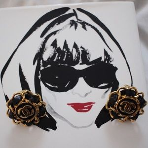 Vintage gold+faux leather C C clip on earrings
