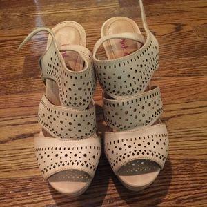 Cream Lazer Cut Detailed Heels!