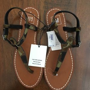 Gap T-Strap Camouflage Thong Sandals