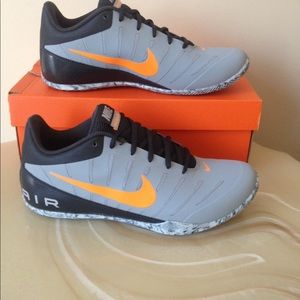 NWT  men's NIKE soes