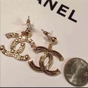Jewelry - Gold earring