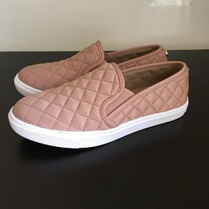 STEVE MADDEN ECENTRCQ QUILTED TOP SLIP ON SNEAKERS