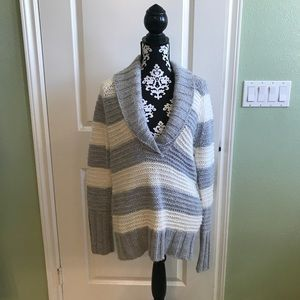 Gap Blue and White knitted sweater