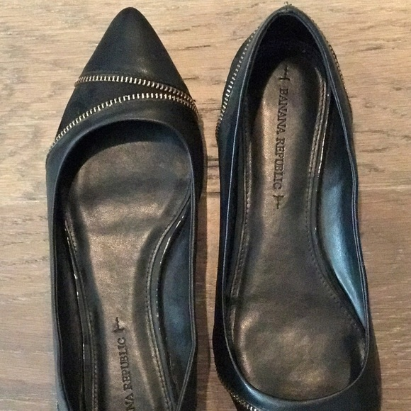 Banana Republic Shoes - Banana Republic Black Pointy Toe Zipper Flats 7.5