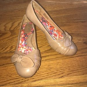 Born nude leather ballet flats with bow size 6