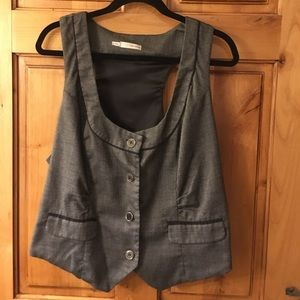 Small houndstooth print vest