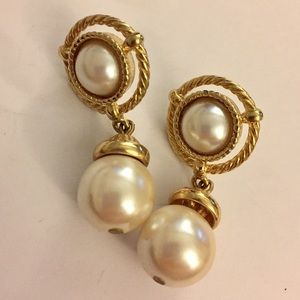 Vintage Sarah Coventry earrings dangle pearl