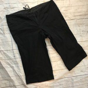 Torrid plus size black cropped capri pants