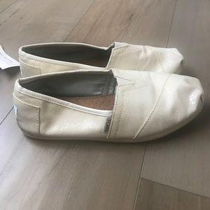 Shoes - Cream Glitter Toms