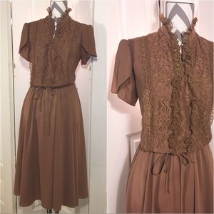 Vintage brown ruffles and Lace dress size Medium