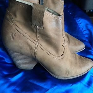 Frye tan leather ankle boots size 7 1/2