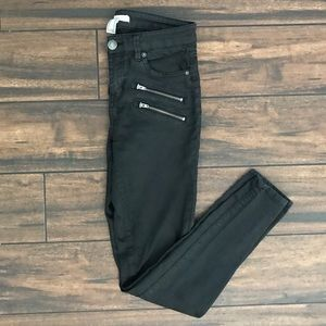 Denim - Black Skinny Zipper Jeans