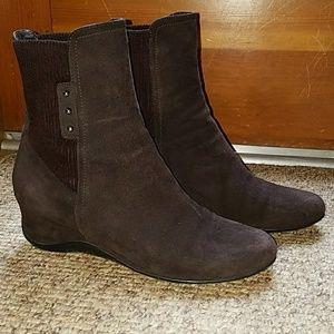 EUC Aquatalia Versa brown suede ankle boots