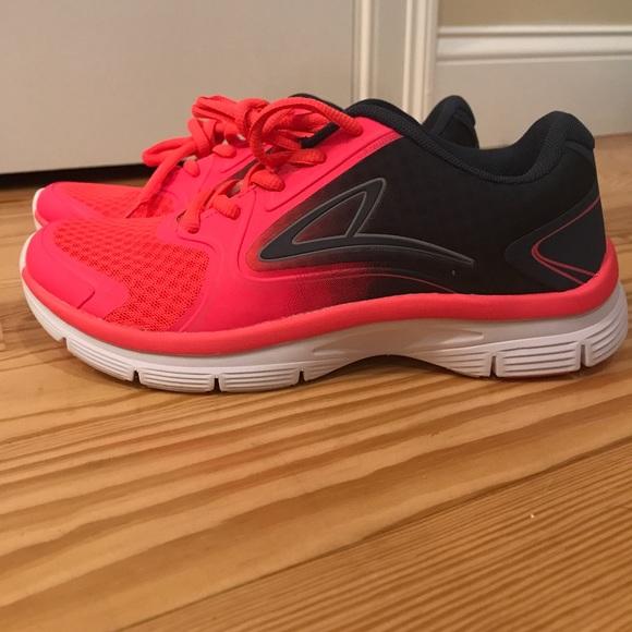 1a5d952bcb0b8 Champion flex foam running sneakers. Champion. M 59c1a01756b2d60bb202ac8c.  M 59c1a0345a49d0ba7302c0c0. M 59c1a03d620ff73be802befd