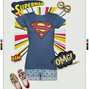 EUC 🌠{DC} Distressed Superman Tee