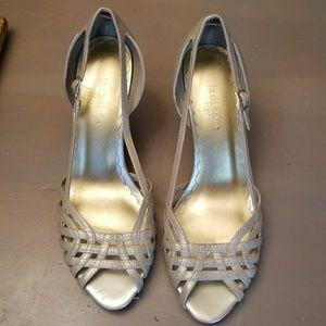 Liz Claiborne Flex champagne heels size 8!! Comfy!