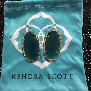 KENDRA SCOTT EMERALD DANIELLE EARRINGS