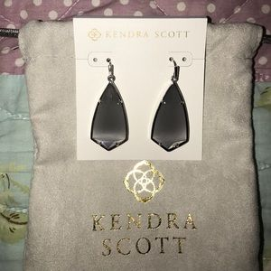 Gorgeous Kendra Scott earrings BRAND NEW
