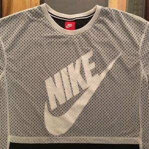 Nike tee like new ! Worn once !