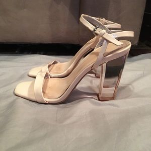 Stylish nude sandals with transparent heel