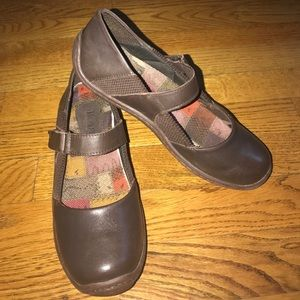 Born brown leather velcro strap Mary Jane shoe 7