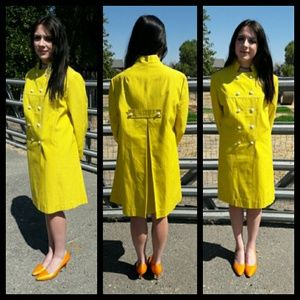 Fabulous vintage Mod trench coat! So cool!!