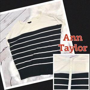 Ann Taylor M Cream/Black Blouse back button detail