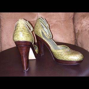 Nine West alligator look ankle strap heels. Size 9