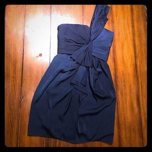Like new BCBG One shoulder cocktail dress 4p 👗