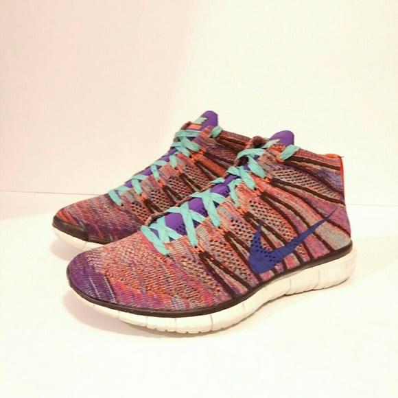 NIKE size 8 woman's colorful knit tennis shoe