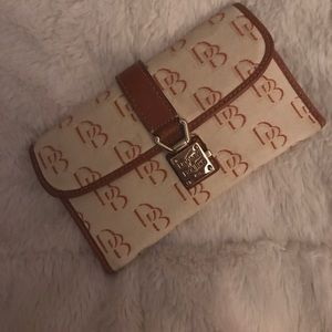 VINTAGE!! Dooney & Bourke wallet/clutch