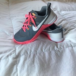 SALE!! NIKE flywire shoes
